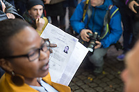 """Nach Willen der zustaendigen Senatsstellen sollen die Fluechtlinge in der Gerhard-Hauptmann-Schule in Berlin-Kreuzberg das Gebaeude bis Ende Oktober raeumen. Auf einer Pressekonferenz vor dem von einem Sicherheitsdienst abgsperrten Schulgelaende erklaerten sie am Dienstag den 21. Oktober 2014, dass sie bleiben wollen. Dies war ihnen urspruenglich auch zugesagt worden.<br /> Unterstuetzung bekommen sie dabei von Berliner Kulturinstitutionen und von der Nachbarschaftsinitiative in der Ohlauer Straße in Kreuzberg.<br /> Im Bild: Ein Fluechtling haelt eine sog. """"Grenzuebertrittsbescheinigung"""" der Auslaenderbehoerde in den Haenden. Darin wird er zur """"freiwilligen Ausreise"""" aufgefordert.<br /> 21.10.2014, Berlin<br /> Copyright: Christian-Ditsch.de<br /> [Inhaltsveraendernde Manipulation des Fotos nur nach ausdruecklicher Genehmigung des Fotografen. Vereinbarungen ueber Abtretung von Persoenlichkeitsrechten/Model Release der abgebildeten Person/Personen liegen nicht vor. NO MODEL RELEASE! Don't publish without copyright Christian-Ditsch.de, Veroeffentlichung nur mit Fotografennennung, sowie gegen Honorar, MwSt. und Beleg. Konto: I N G - D i B a, IBAN DE58500105175400192269, BIC INGDDEFFXXX, Kontakt: post@christian-ditsch.de<br /> Urhebervermerk wird gemaess Paragraph 13 UHG verlangt.]"""