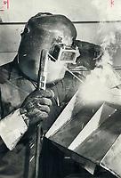1978<br />  FILE PHOTO - ARCHIVES -<br /> <br /> welder<br /> <br /> Picture, 1978, English<br /> Picture, 1978, English<br /> <br /> 1978<br /> <br /> PHOTO : Graham Bezant - Toronto Star Archives - AQP