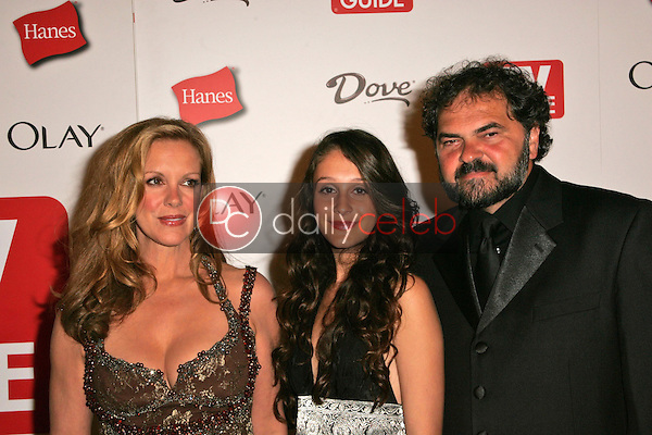 Elizabeth Perkins and family<br />at the TV Guide Emmy After Party. Social, Hollywood, CA. 08-27-06<br />Dave Edwards/DailyCeleb.com 818-249-4998