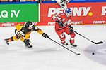 Eishockey: Deutschland – Tschechien am 01.05.2021 in der ARENA Nürnberger Versicherung in Nürnberg<br /> <br /> Deutschlands Daniel Fischbuch (Nr.77) gegen Tschechiens David Nemecek (Nr.24)<br /> <br /> Foto © Duckwitz/osnapix/PIX-Sportfotos *** Foto ist honorarpflichtig! *** Auf Anfrage in hoeherer Qualitaet/Aufloesung. Belegexemplar erbeten. Veroeffentlichung ausschliesslich fuer journalistisch-publizistische Zwecke. For editorial use only.