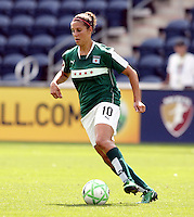 Chicago Red Star midfielder Carli Lloyd (10) dribbles the ball.  The Washington Freedom defeated the Chicago Red Stars 3-2 at Toyota Park in Bridgeview, IL on July 26, 2009.