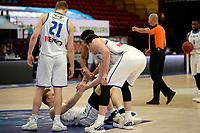 03-04-2021: Basketbal: Donar Groningen v Heroes Den Bosch: Groningen Donar speler Thomas Koenis wordt omhoog geholpen door zijn ploeggenoten