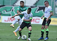 PALMIRA - COLOMBIA, 07-10-2020: Harold Gomez del Cali disputa el balón con Stalin Motta del Equidad durante partido entre Deportivo Cali y La Equidad por la fecha 12 de la Liga BetPlay DIMAYOR I 2020 jugado en el estadio Deportivo Cali de la ciudad de Palmira. / Harold Gomez of Cali vies for the ball with Stalin Motta of Equidad during match between Deportivo Cali and La Equidad for the date 12 as part of BetPlay DIMAYOR League I 2020 played at Deportivo Cali stadium in Palmira city.  Photo: VizzorImage / Gabriel Aponte / Staff