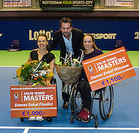 22-12-13,Netherlands, Rotterdam,  Topsportcentrum, Tennis Masters, Wheelchair final, Jiske Griffioen(NED)   wins the Masters(R) runner up Marjolein Buis(NED) in the middle tournament director Raemon Sluiter<br /> Photo: Henk Koster