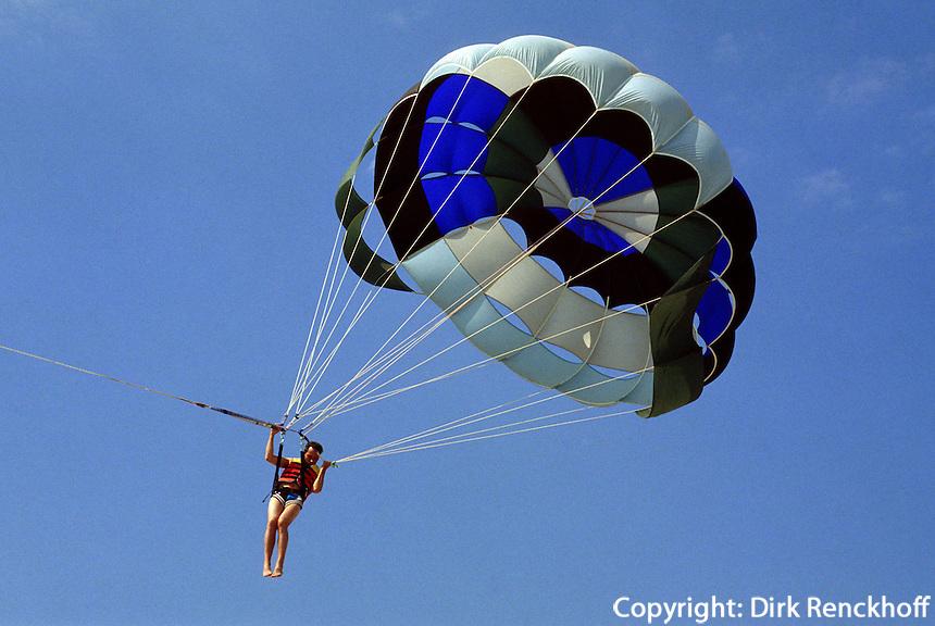Fallschirmsegeln am Strand von Albena, Bulgarien
