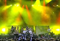 With Full Force Festival 2008 - 4.-6.7.2008  Flugplatz Roitzschjora b. Löbnitz - Das größte und breitgefächertste Metal- und Hardcorefestival in Ostdeutschland - drei Tage volle Dröhnung - über 60 Bands - Headliner in diesem Jahr u.a. Bullet for my Valentine , Machine Head , Ministry und In Flames - im Bild:  Beherrschen ihre Instrumente - Stimmen wie Gitarren - Matthew Tuck, der Frontman von Bullet for my Valentine (mitte) mit seiner Truppe bei eindrucksvollen Licht...Foto: Norman Rembarz.