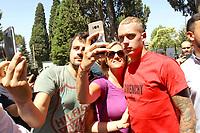 New AS Roma player Rick Karsdorp takes selfie with fans before medical visits <br /> Roma 27-06-2017 Villa Stuart <br /> Foto Gino Mancini / Insidefoto