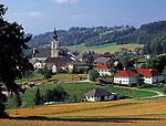 Oesterreich, Oberoesterreich, Muehlviertel, St. Johann am Wimberg: Ortsansicht mit Pfarrkirche |  Austria, Upper Austria, Muehlviertel, St. Johann at Wimberg: overview with parish church