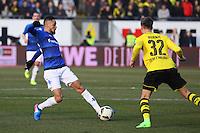 Sidney Sam (SV Darmstadt 98) gegen Dzenis Burnic (Borussia Dortmund)- 11.02.2017: SV Darmstadt 98 vs. Borussia Dortmund, Johnny Heimes Stadion am Boellenfalltor