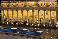 Europe/France/Aquitaine/33/Gironde/Bordeaux:   Tram devant le Grand Théatre