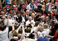 Papa Francesco saluta i fedeli al suo arrivo all'udienza ai partecipanti al Giubileo delle Persone socialmente escluse, in aula Paolo VI, Citta' del Vaticano, 11 novembre 2016.<br /> Pope Francis greets faithful as he arrives to lead a Jubilee audience with people socially excluded in Paul VI hall at the Vatican 11 November, 2016.<br /> UPDATE IMAGES PRESS/Isabella Bonotto<br /> <br /> STRICTLY ONLY FOR EDITORIAL USE