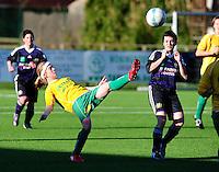 Dames Zulte-Waregem - RSC Anderlecht Dames : Silke Demeyere haalt de bal uit de lucht met de voet..foto VDB / BART VANDENBROUCKE.
