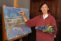 Anne Donnelly, pittrice, nel suo studio. E' nata a Belfast e vive a Tivoli..Anne Donnelly, painter, in her study. She was born in Belfast, living in Tivoli..Onia....