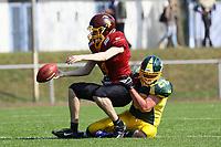 QB Florian Malewski (Rüsselsheim) unter Druck - 08.04.2017: Rüsselsheim Crusaders vs. Nauheim Wildboys, Stadion am Sommerdamm