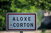Europe/France/Bourgogne/21/Côte d'Or/Aloxe-Corton: Panneau d'entrée du village - Route des Grands Crus