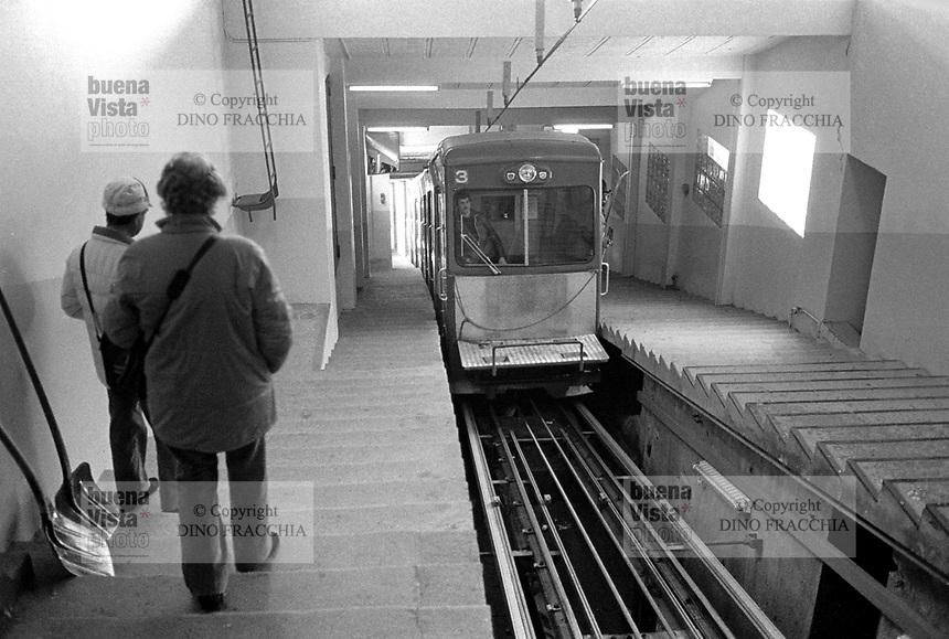 - Svizzera, stazione sciistica di Klosters, la stazione del treno funicolare Dorf - Weissfluhjoch (Gennaio 1986)<br /> <br /> - Switzerland, Klosters ski resort, cable train station Dorf - Weissfluhjoch (January 1986)