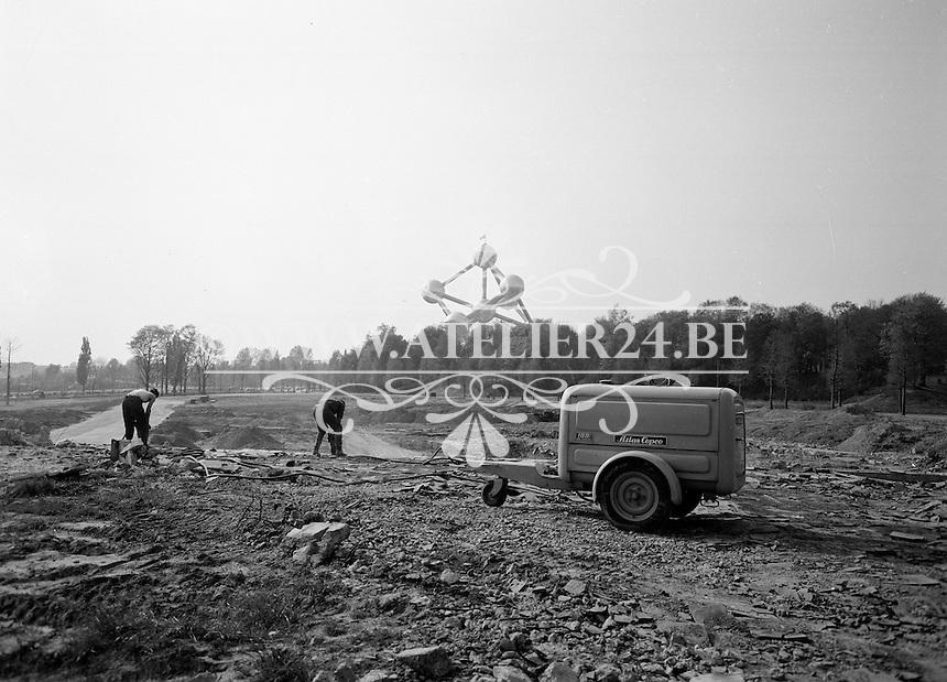 Mei 1960.  Atlas Copco. Bouwwerken naast het Atomium in Brussel.
