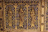 Europe/France/Auvergne/63/Puy-de-Dôme/Mozac: L'église de Mozac (ancien abbaye fondée par Saint-Calmin au 7ème siècle) - Détail de la châsse de Saint-Calmin (1168) représentant 3 des 12 apôtres