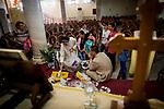 Irak, Juni 2014 - Kommunion, <br /> <br /> Engl.: Asia, Iraq, North Iraq, conflict area, Karakosh, church, religion, communion, the last Christians in Iraq are domiciled in Karakosh, June 2014<br /> <br />    Die irakische Stadt Karakosch beheimatet die letzten Christen im Irak.  In Zeiten des Krieges wird die Religion umso wichtiger fuer die Menschen. Alleine in dieser Woche werden ca 40 Kinder zur Kommunion gefuehrt.