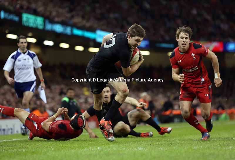Pictured: Beauden Barrett of New Zealand (C) scores a try Saturday 22 November 2014<br /> Re: Dove Men Series 2014 rugby, Wales v New Zealand at the Millennium Stadium, Cardiff, south Wales, UK.