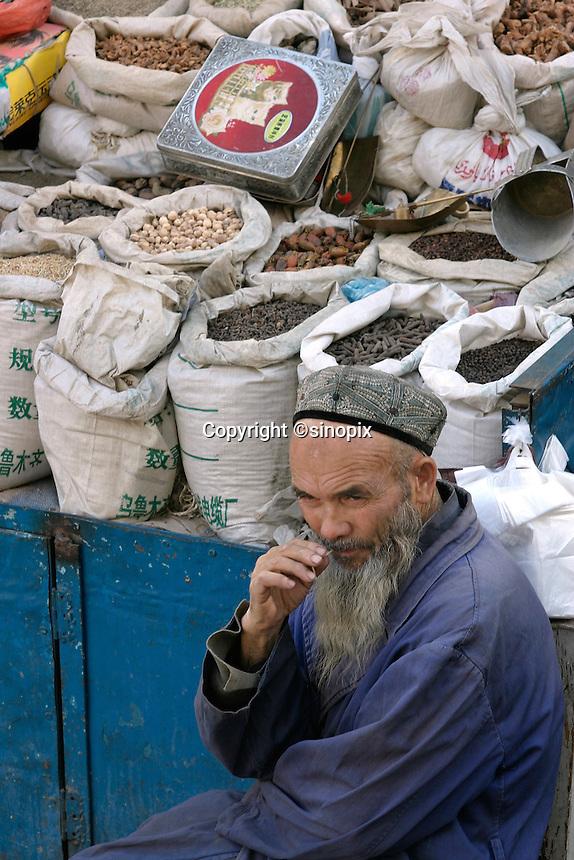 An Uighur market next to the Hantenggeli mosque in Urumqi, Xiangjiang Uighur Autonomous Region, China.<br /> 16-SEP-04
