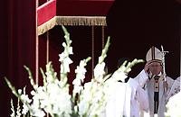 Pope Francis celebrates the canonization mass of Nazaria Ignazia di Santa Teresa di Gesù March Mesa, Vincenzo Romano, Oscar Romero, Paolo Vi, Francesco Spinelli, Maria Caterina Kasper and Nunzio Sulprizio in St. Peter's Square at the Vatican, on October 14, 2018.<br /> UPDATE IMAGES PRESS/Isabella Bonotto<br /> <br /> STRICTLY ONLY FOR EDITORIAL USE