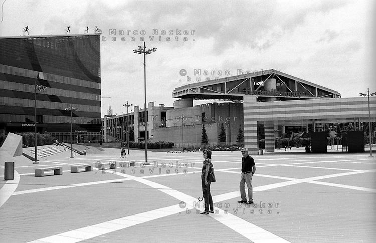 Milano, quartiere Portello, la nuova piazza Gino Valle, adiacente alla fiera Fieramilanocity --- Milan, Portello district, the new Gino Valle square, close to the fair Fieramilanocity