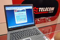 - SMAU, international exibition of electronics, computer science and technological innovation, advertising Telecom Wi-fi wireless Internet service ..- SMAU, salone internazionale dell'elettronica, informatica e innovazione tecnologica, pubblicità del servizio Internet Telecom Wi-fi senza fili