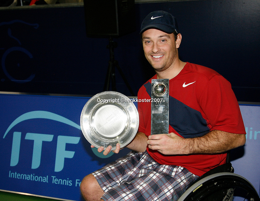 17-11-07, Netherlands, Amsterdam, Wheelchairtennis Masters 2007, Wagner with the trophy