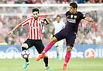 Athletic de Bilbao's Eneko Boveda (l) and FC Barcelona's Luis Suarez during La Liga match. August 28,2016. (ALTERPHOTOS/Acero)