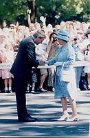 Queen Elizabeth II and Mike Harris<br /> <br /> Photo : Boris Spremo - Toronto Star archives - AQP