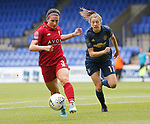 Lizzie Arnot of Manchester United Women and Leighanne Robe of Liverpool Ladies