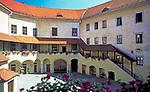 Oesterreich, Oberoesterreich, Muehlviertel, Freistadt: im Schlossinnenhof | Austria, Upper Austria, Muehlviertel, Freistadt: castle courtyard