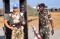 - sentry of Italy's mountain troops Alpini, part of UN peace mission and local soldier....- sentinella degli Alpini Italiani, partecipanti alla missione di pace ONU e militare locale