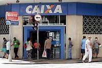 Campinas (SP), 07/04/2021 - Filas - Filas se formaram em bancos no centro da cidade de Campinas, no interior de São Paulo, nesta quarta-feira (07).