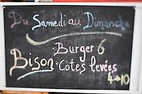 Amérique/Amérique du Nord/Canada/Québec/Montréal: Menu d'un boucher traiteur au Marché Jean Talon