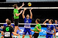 GRONINGEN - Volleybal, Lycurgus - SSS , Eredivisie, Martiniplaza, seizoen 2021-2022,  03-10-2021,  Lycurgus speler Dennis Borst probeert het blok te verrassen