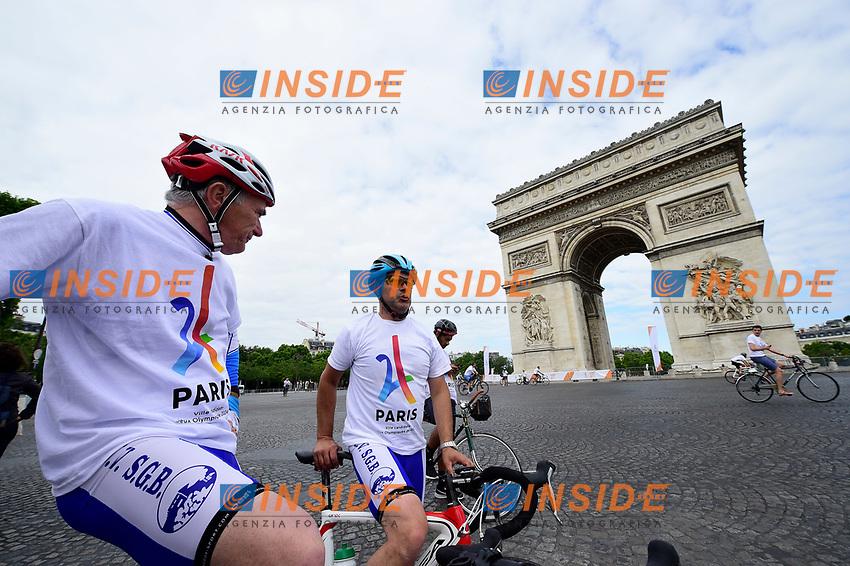 Ciclismo Place de l'Etoile <br /> Parigi 23-06-2017 <br /> Manifestazione in favore della candidatura olimpica di Parigi per il 2024 <br /> Foto JB Autissier / Panoramic / Insidefoto