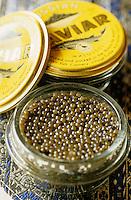 "Europe-Asie/Russie/Saint-Petersbourg/Pavlovsk: Restaurant ""Podvorie"" ou la cour de Serguei - Caviar"
