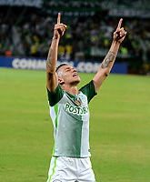 MEDELLIN - COLOMBIA: 02 - 05 - 2017: Mateus Uribe, jugador de Atletico Nacional, celebra el gol anotado a Estudiantes de la Plata, durante partido de la fase de grupos, grupo 1 fecha 4, entre Atletico Nacional y Estudiantes de la Plata de Argentina, por la Copa Conmebol Libertadores Bridgestone 2017, en el Estadio Atanasio Girardot, de la ciudad de Medellin. / Mateus Uribe, player of Atletico Nacional, celebrates the goal scored against Estudiantes de la Plata, during a match for the group stage, group 1 of the date 4, between Atletico Nacional of Colombia and Estudiantes de la Plata of Argentina, for the Conmebol Libertadores Bridgestone Cup 2017, at the Atanasio Girardot, Stadium, in Medellin city. Photos: VizzorImage / Leon Monsalve / Cont.