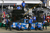 NASCAR Camping World Truck Series<br /> Buckle Up In Your Truck 225<br /> Kentucky Speedway, Sparta, KY USA<br /> Friday 7 July 2017<br /> Kyle Busch, Banfield Pet Hospital Toyota Tundra pit stop<br /> World Copyright: Russell LaBounty<br /> LAT Images