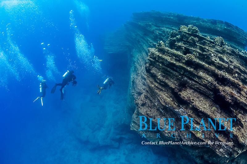 scuba divers at Niihau Arches dive site, Lehua Rock, Niihau, Hawaii, USA, Pacific Ocean