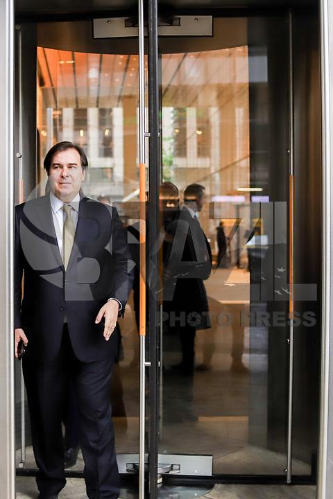 NOVA YORK, EUA, 13.05.2019 - POLITICA-EUA - O presidente da Câmara dos Deputados Rodrigo Maia atende jornalistas após almoço no Bank of América em Nova York nos Estados Unidos nesta segunda-feira, 13. (Foto: Vanessa Carvalho/Brazil Photo Press/Folhapress)
