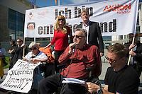 """Protestveranstaltung am Vortag des Europaeischen Protesttag fuer die Gleichstellung von Menschen mit Behinderungen am 4. Mai 2013 in Berlin unter dem Motto """"Ich bin entscheidend"""".<br />Die Demonstrationsteilnehmer forderten u.a. die bislang von der Bundesregierung nicht umgesetzte Umsetzung der UN-Behindertenrechtskonvention, sowie ein selbstbestimmtes Leben ohne Barrieren und echte Inklusion. Keine Unterbringung in Heimen und gemeinsames Leben, Lernen und<br />Arbeiten von Menschen mit und ohne Behinderung.<br />Zu der Demonstration aufgerufen hatten u.a. der Berliner Behindertenverband, der Sozialverband Deutschland, die Bundesinitiative """"Daheim statt Heim"""" und die Aktion Mensch.<br />Im Bild: Dr. Ilja Seifert, Vorsitzender des Berliner Behindertenverbandes (BBV) und MdB der Linkspartei. <br />4.5.2013, Berlin<br />Copyright: Christian-Ditsch.de<br />[Inhaltsveraendernde Manipulation des Fotos nur nach ausdruecklicher Genehmigung des Fotografen. Vereinbarungen ueber Abtretung von Persoenlichkeitsrechten/Model Release der abgebildeten Person/Personen liegen nicht vor. NO MODEL RELEASE! Don't publish without copyright Christian-Ditsch.de, Veroeffentlichung nur mit Fotografennennung, sowie gegen Honorar, MwSt. und Beleg. Konto:, I N G - D i B a, IBAN DE58500105175400192269, BIC INGDDEFFXXX, Kontakt: post@christian-ditsch.de<br />Urhebervermerk wird gemaess Paragraph 13 UHG verlangt.]"""
