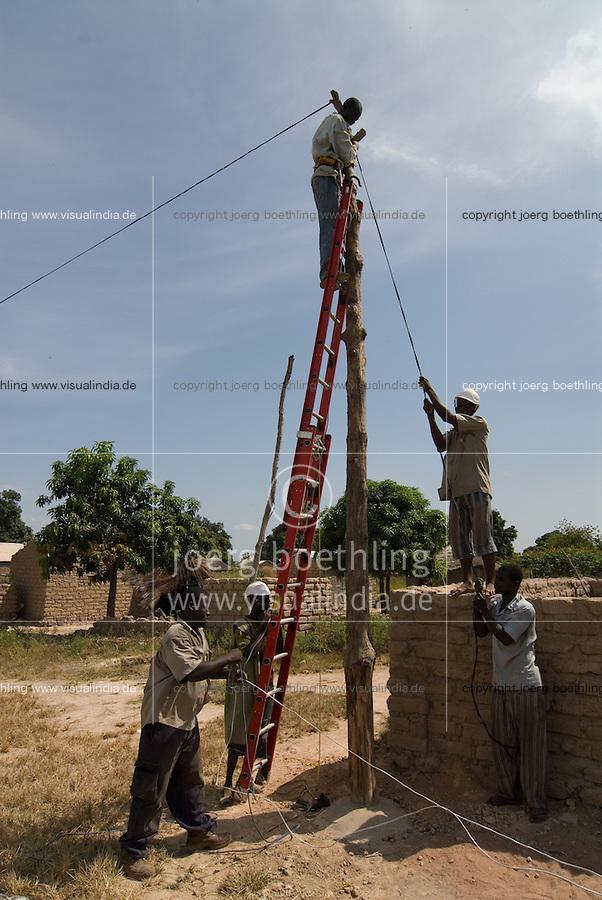 MALI, installation of village power grid in village Sido / Aufbau eines Stromnetz im Dorf Sido - Energie