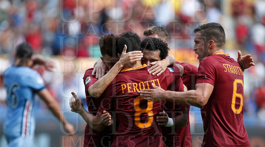 Calcio, Serie A: Roma vs Sampdoria. Roma, stadio Olimpico, 11 settembre 2016.<br /> Roma's Mohamed Salah, center, celebrates with teammates after scoring during the Italian Serie A football match between Roma and Sampdoria at Rome's Olympic stadium, 11 September 2016. Roma won 3-2.<br /> UPDATE IMAGES PRESS/Isabella Bonotto