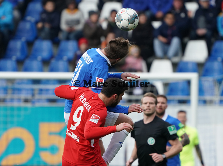 Immanuel Höhn (SV Darmstadt 98) gegen Stefan Schimmer (1. FC Heidenheim) - 29.02.2020: SV Darmstadt 98 vs. 1. FC Heidenheim, Stadion am Boellenfalltor, 24. Spieltag 2. Bundesliga<br /> <br /> DISCLAIMER: <br /> DFL regulations prohibit any use of photographs as image sequences and/or quasi-video.