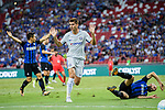 FC Internazionale Midfielder Borja Valero (R) fights for the ball with Chelsea Forward Alvaro Morata (C) during the International Champions Cup 2017 match between FC Internazionale and Chelsea FC on July 29, 2017 in Singapore. Photo by Marcio Rodrigo Machado / Power Sport Images