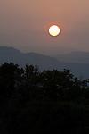 Italy, Veneto, Lake Garda, near Garda: sunrise | Italien, Venetien, Gardasee, bei Garda: Sonnenaufgang