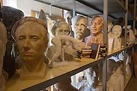 Europe/Pologne/env de Lublin/ Kozlowska: château de Kozlowska dans le Palais Baroque de la Famille Zamoyski une aile abrite un musée consacré au communisme et au réalisme socialiste. - Bustes des secrétaires généraux dans la réserve du musée